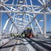 Строители уложили все рельсы на мосту в Крым