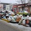 Снег скрыл горы мусора на улицах Керчи