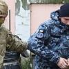 Восемь украинских моряков остались в СИЗО
