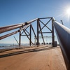 Строители перемещают части автодорожного моста к фарватеру