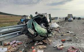 Смертельное ДТП на «Тавриде»: столкнулись грузовики и легковушка