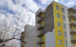 С дома для депортированных в Керчи слетела облицовка фасада