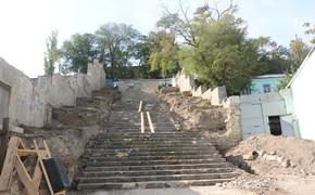 Подрядчик закончил первый этап реконструкции Митридатской лестницы