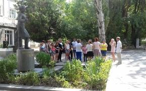 Москвичи провели акцию памяти в керченской школе №17