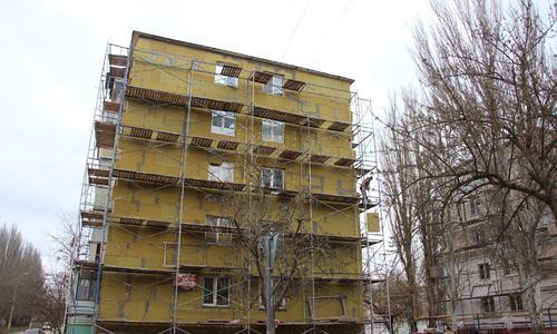 В Керчи продолжают ремонтировать фасады домов