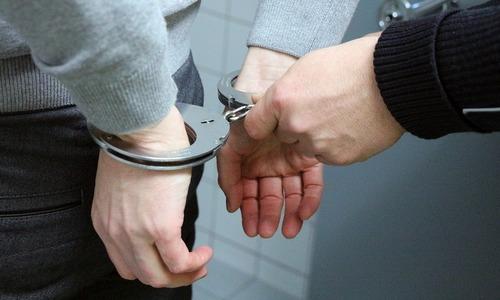 Двух симферопольцев поймали на обмане пожилых керчан