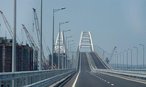 Первые авто и мотоциклы проехали по Крымскому мосту