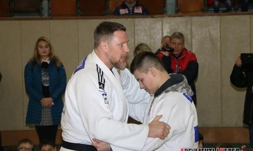Трехкратный чемпион мира по дзюдо провел мастер-класс в Керчи