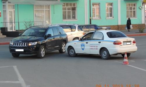 В Керчи машина охраны въехала в джип