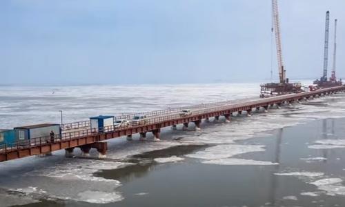 Керченский мост выдержал ледовую атаку