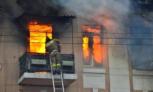 На «квартирном» пожаре в Керчи спасли 4 человека