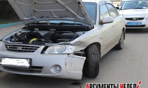 В центре Керчи столкнулись два автомобиля
