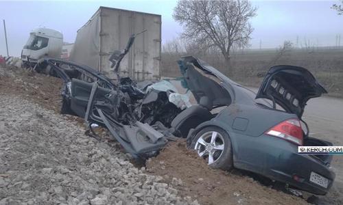 В ДТП с грузовиком и иномаркой на Керченской трассе пострадал человек