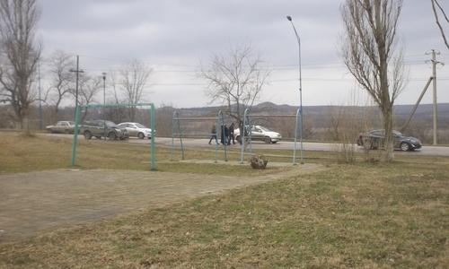 В Керчи внедорожник въехал в седан из-за «ловушки» дорожных служб