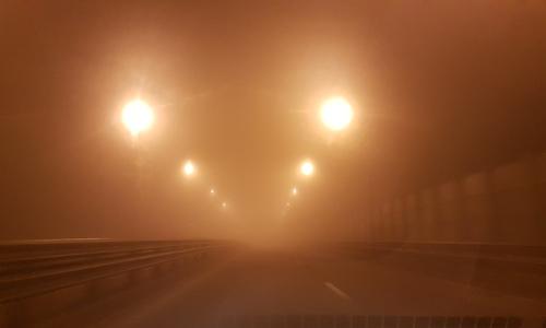 Грузовик въехал в легковушку на туманной дороге в Керчи