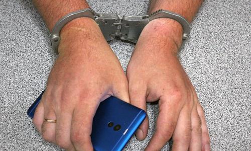 Керчанин украл телефон и попался при его продаже