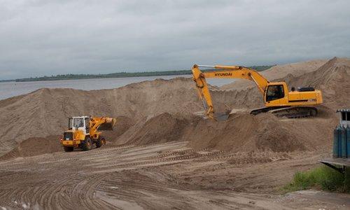 Дорога на пляж проходит теперь сквозь строительный котлован
