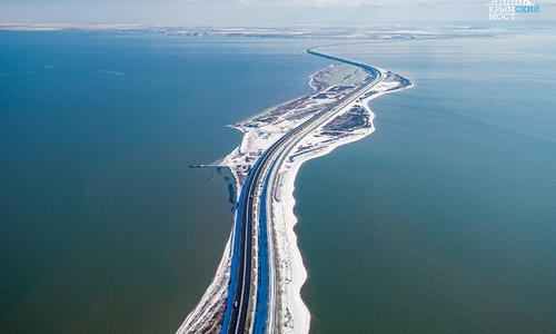 По Крымскому мосту проехал миллион грузовиков