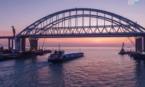 За ноябрь по Крымскому мосту проехало 240 тысяч авто