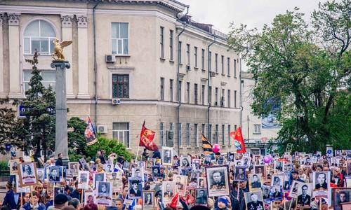 Керчане встретили День Победы парадом и шествием