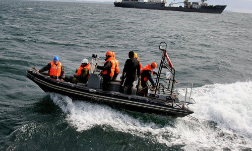 Украинца спасают с судна близ Керченского пролива