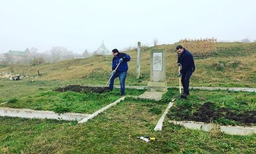Грэм Филлипс рассказал о проекте керчан по уборке братских могил