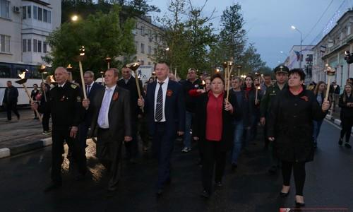 По улицам Керчи прошло факельное шествие