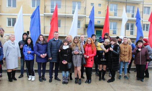 Керченским сиротам вручили ключи от квартир