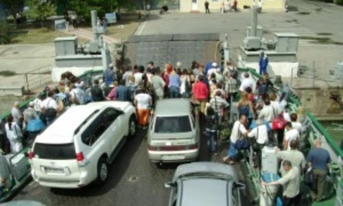 Керчанка, ради сохранения города, предлагают перенести переправу