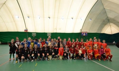 В Керченском спорткомплексе женские команды поборолись за кубок по мини-футболу