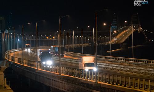За январь по Крымском мосту проехали почти 200 тысяч авто