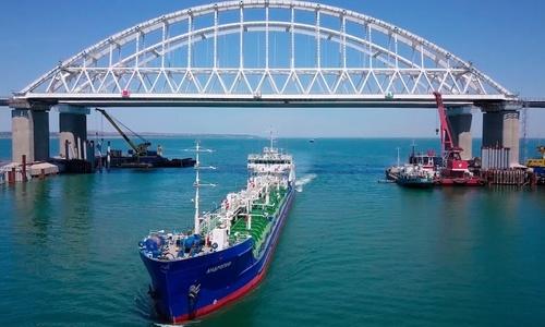 Власти поздравили строителей Крымского моста
