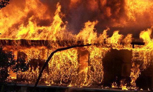Керченские спасатели нашли труп в горящем доме