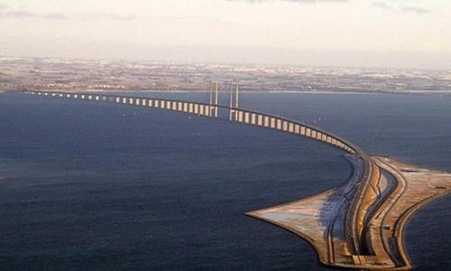 Открытие железнодорожного моста через пролив отложили