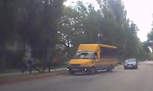 В Керчи хулиганы на ходу выпрыгнули из маршрутки