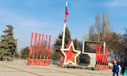 Центральную площадь Керчи украсили ко Дню освобождения