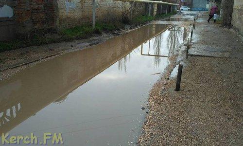 Жители одного из домов Керчи жалуются на «озера» под ногами