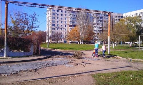 На Ворошилова латают дороги во дворах