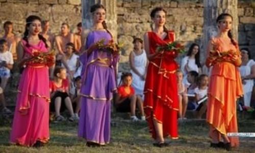 В Керчи прошло открытие фестиваля «Боспорские огоны»