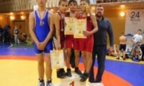Юные керченские борцы привезли медали из Новочеркасска