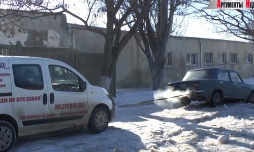 В Керчи из ледяной ловушки ВАЗ вытаскивали «Ситроен» и КАМАЗ