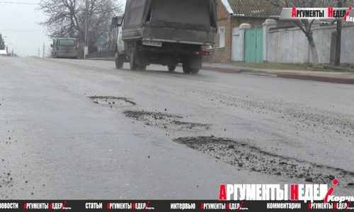 В Керчи снег с дорог сошел вместе с асфальтом