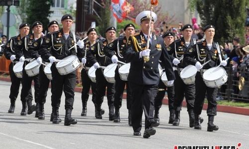 Пять тысяч военных пройдут по улицам Керчи, Севастополя и Симферополя