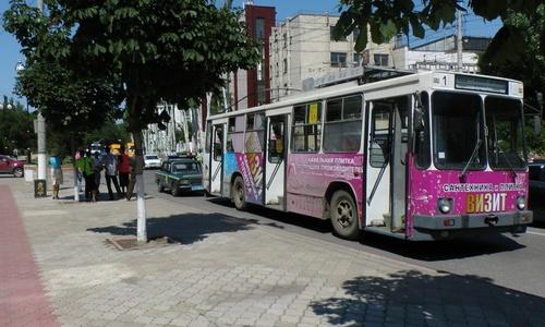Из-за поломки троллейбуса в центре образовалась крупная пробка