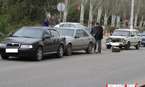 В Керчи три автомобиля налетели друг на друга