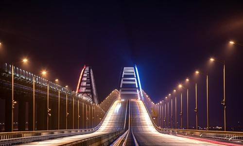 На Крымском мосту ограничили скорость движения авто