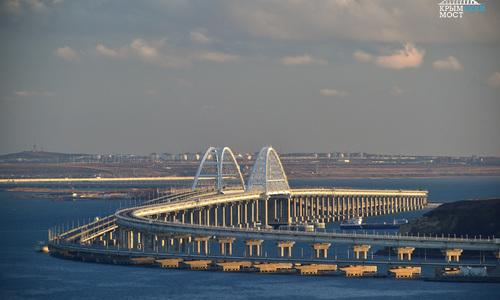 За месяц по Крымскому мосту проехала сотня поездов
