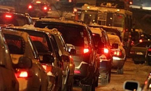 В Керчи десятки автомобилей стоят в пробке