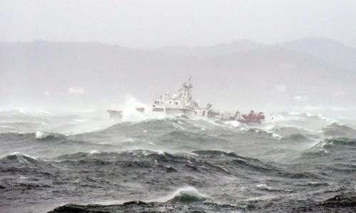 Керченская переправа работает, невзирая на шторм