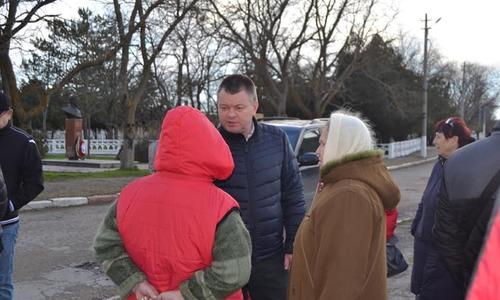 Керченский мэр встретился с жителями поселка Аджимушкай